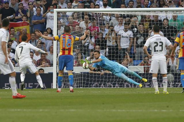 صور : مباراة فالنسيا - ريال مدريد 2-2 ( 09-05-2015 )  1431202948305