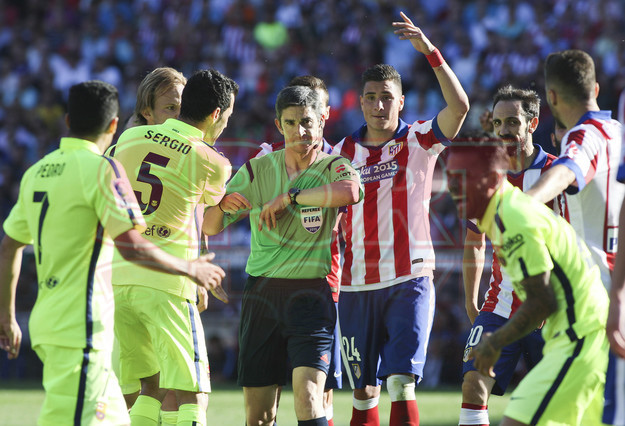 صور : مباراة أتليتيكو مدريد - برشلونة 0-1 ( 17-05-2015 )  1431890637625