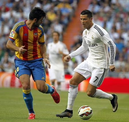 صور : مباراة فالنسيا - ريال مدريد 2-2 ( 09-05-2015 )  1431202944665