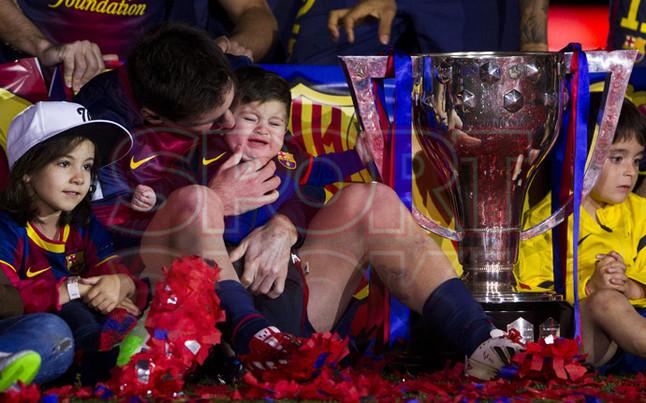 صور احتفالات برشلونة بلقب الليغا الاسبانية في ملعب الكامب نو  19-05-2013 1369005868996