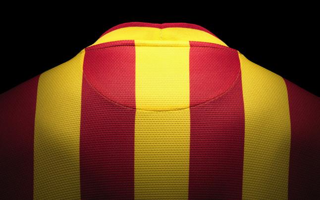 بالصور طقم قميص برشلونة  لموسم 2013-2014 1369123748117