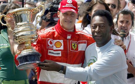 A TODA VELOCIDAD - Página 2 Schumacher-recibio-premio-manos-pele-brasil-2006-1402771284817