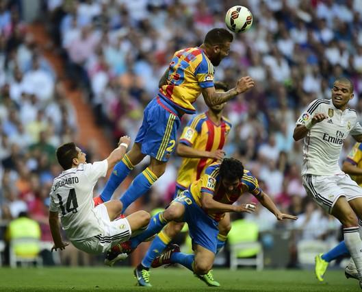 صور : مباراة فالنسيا - ريال مدريد 2-2 ( 09-05-2015 )  1431202944627
