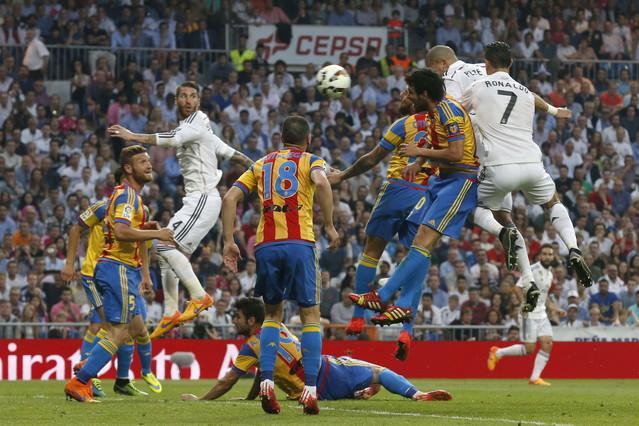 صور : مباراة فالنسيا - ريال مدريد 2-2 ( 09-05-2015 )  1431202944677