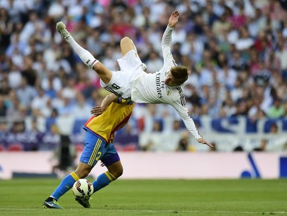 صور : مباراة فالنسيا - ريال مدريد 2-2 ( 09-05-2015 )  1431202948308