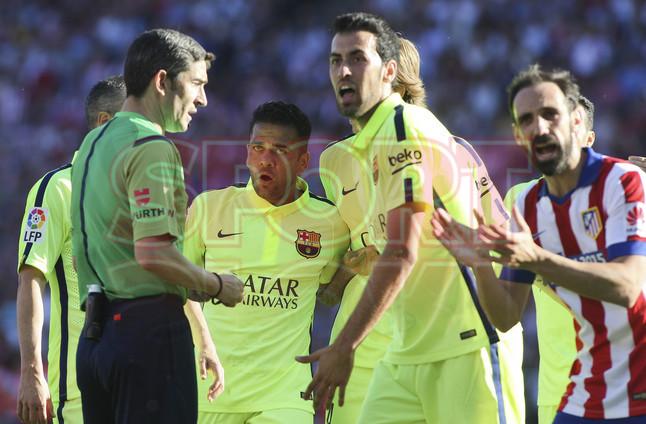 صور : مباراة أتليتيكو مدريد - برشلونة 0-1 ( 17-05-2015 )  1431890637629