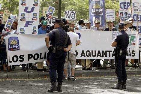 Protesta de policías contra los recortes: 'La seguridad se debe tratar de otra forma' 1345639434_0