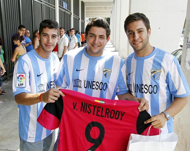 El Málaga pone esta tarde a la venta las camisetas oficiales de la temporada 1313873913_extras_albumes_0