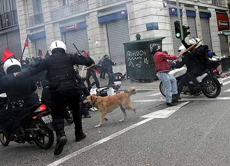 Vuelven a Insultarnos: Disturbios en Grecia 1260114480_0