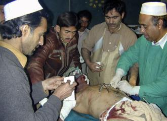 Un atentado suicida causa al menos 70 muertos en un partido de voleibol en Pakistán 1262359907_0