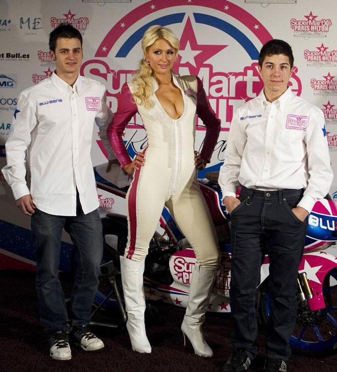Paris Hilton presenta en Madrid su equipo de motos para competir en 125cc. 1292680347_extras_albumes_0