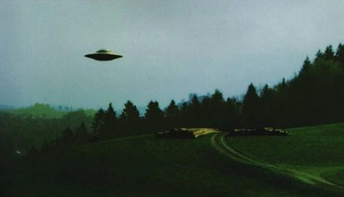 1976: le / à 12h05 - Une soucoupe volante -  Ovnis à Denonville -Eure-et-Loir (dép.28) Ovni_meyer-500x287