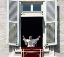 BENOIT XVI DEMANDE DE PRIER... 230209_angelus
