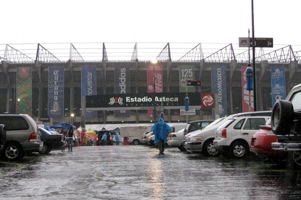 Informacion - Juego contra Mexico el 10 de octubre. El-panorama-en-el-azteca-aun-es-frio-pero-por-la-lluvia