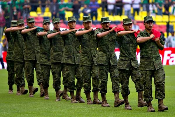 Ejército se suma a ceremonia previa al juego México-Costa Rica Tocaron-los-himnos-de-costa-rica-y-de-mexico