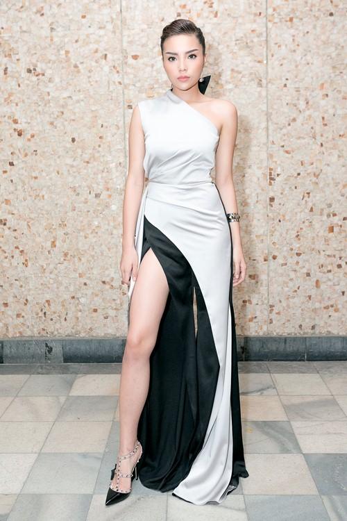 Hoa hậu Kỳ Duyên gợi cảm cuốn hút xuất hiện sau loạt ồn ào Hoa-hau-ky-duyen-goi-cam-cuon-hut-xuat-hien-sau-loat-on-ao-11-1484241051-width500height750