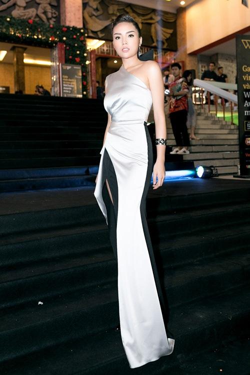 Hoa hậu Kỳ Duyên gợi cảm cuốn hút xuất hiện sau loạt ồn ào Hoa-hau-ky-duyen-goi-cam-cuon-hut-xuat-hien-sau-loat-on-ao-4-1484241051-width500height750
