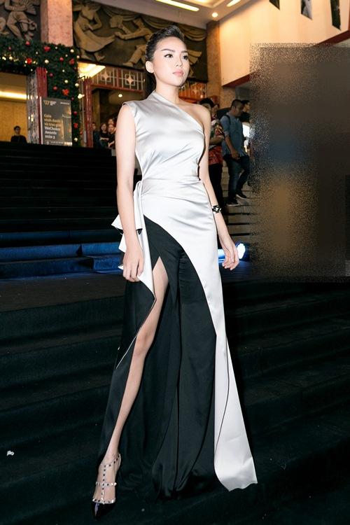 Hoa hậu Kỳ Duyên gợi cảm cuốn hút xuất hiện sau loạt ồn ào Hoa-hau-ky-duyen-goi-cam-cuon-hut-xuat-hien-sau-loat-on-ao-5-1484241051-width500height750