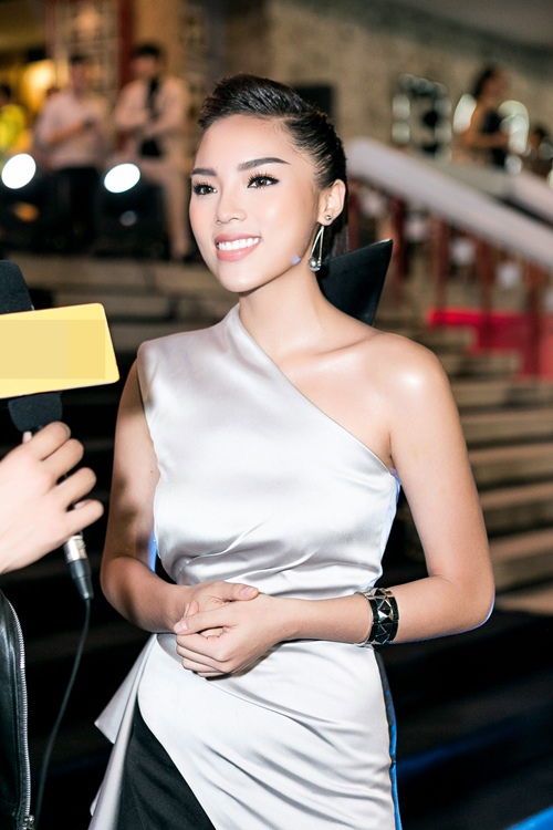 Hoa hậu Kỳ Duyên gợi cảm cuốn hút xuất hiện sau loạt ồn ào Hoa-hau-ky-duyen-goi-cam-cuon-hut-xuat-hien-sau-loat-on-ao-6-1484241051-width500height750