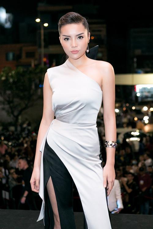 Hoa hậu Kỳ Duyên gợi cảm cuốn hút xuất hiện sau loạt ồn ào Hoa-hau-ky-duyen-goi-cam-cuon-hut-xuat-hien-sau-loat-on-ao-8-1484241051-width500height750