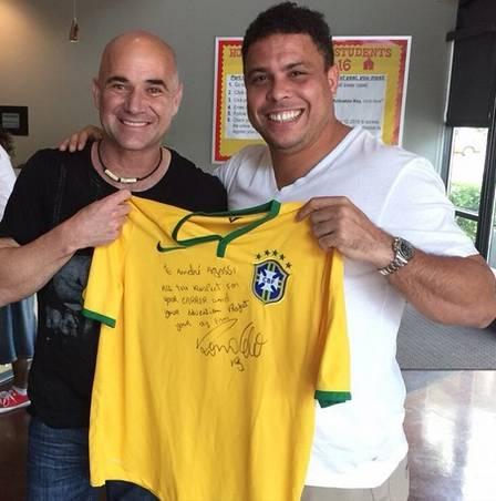 ¿Cuánto mide Ronaldo Nazario? - Estatura y peso - Real height and weight Ronaldo-e-agassi