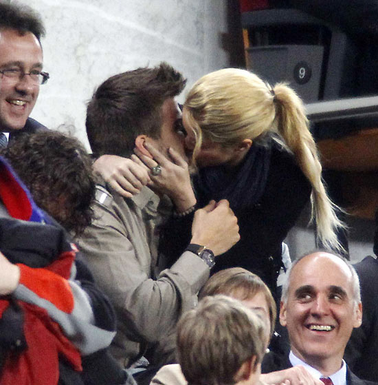 Shakira and Pique. - Page 4 11113309