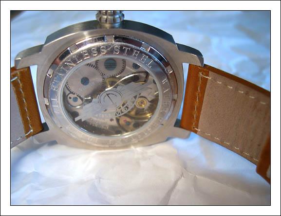 gravure sur le verre du dos d'une montre avec arrière transparent? DSCN1680_208