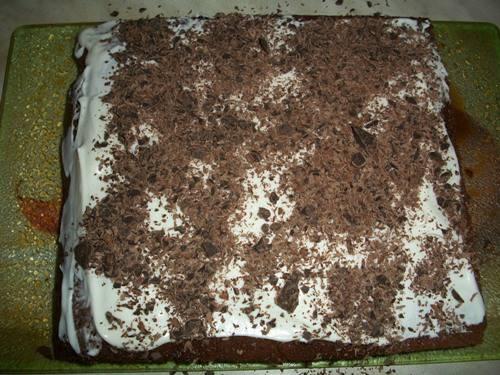 Торт с шоколадом и взбитыми сливками 0a5f949a5c3fae5b9be8ae4e037810cd2eb4e6203538560