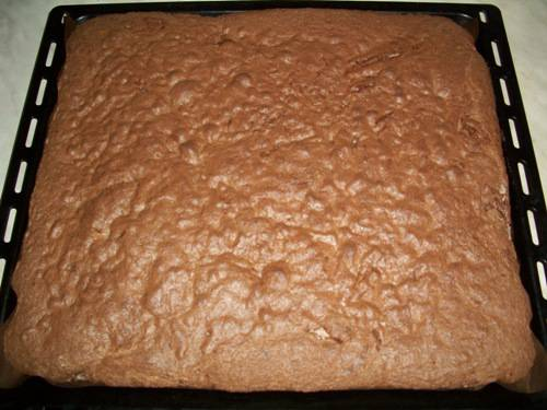 Торт с шоколадом и взбитыми сливками 70e3297ab9482a712f6071653ca6c6eb2eb4e6203537510