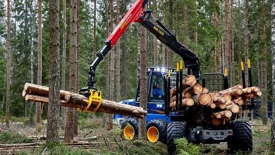 Ljungby caricatori industriali Traktorcity_2a0f5f61-0fcf-4f7c-9332-8e022f866d03_F13_170425-Rottne-059_webb-920x517%20F13D