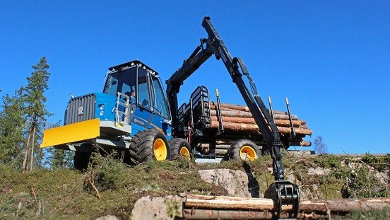 Ljungby caricatori industriali Traktorcity_693256ce-ea35-4c32-b33d-49381605f69f_F15D_22_lowres-web-920x517%20F15D