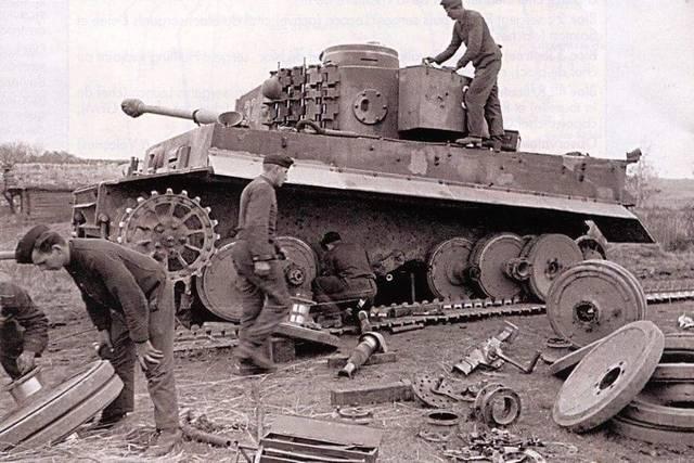 PzKpfw VI Tiger I Ausf.E.(late) – GPM №271 (1/2008) - Страница 2 7c270a743d3e5ca225c1848617ec745d6dc2ab275629394