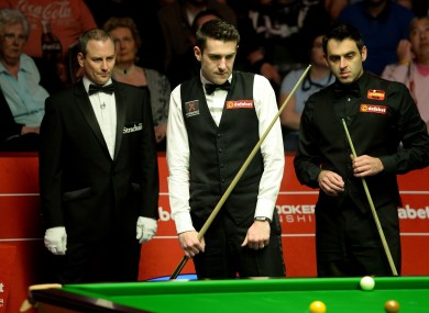 Снукер  - Страница 5 Snooker-dafabet-world-snooker-championships-day-sixteen-the-crucible-390x285