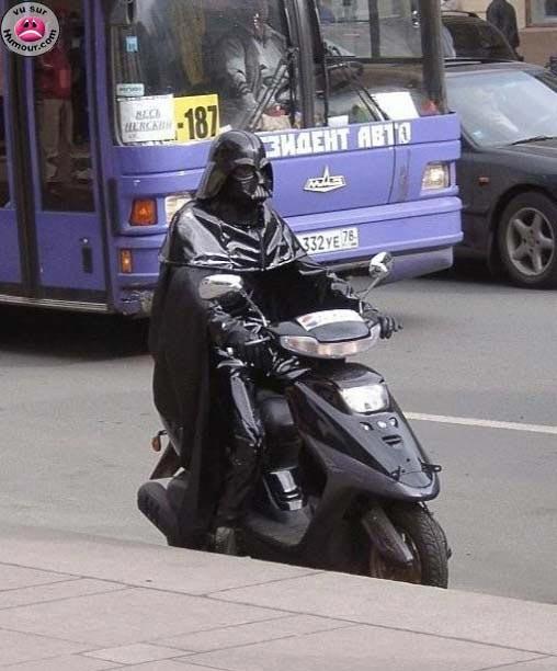 Quelques droleries starwarsienne en images Dark-vador-scooter