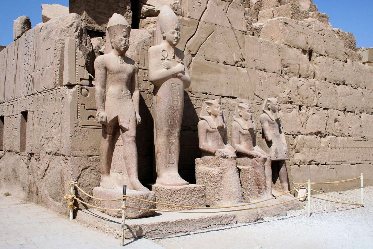 Najlepši hramovi na svetu Statues-at-karnak-temple