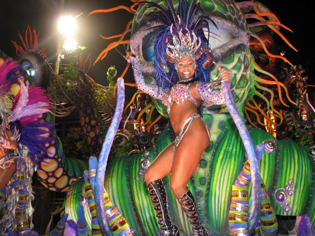Brazil - Page 5 Dancer-at-carnival-in-rio