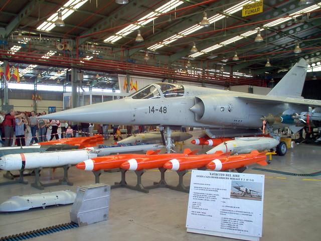 Photos d'avions militaires - Page 15 13699359_c2cf146469_z