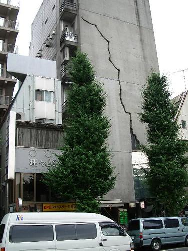 كيف ستتصرف إذا حدث زلزال 25116422_f71a5271a7