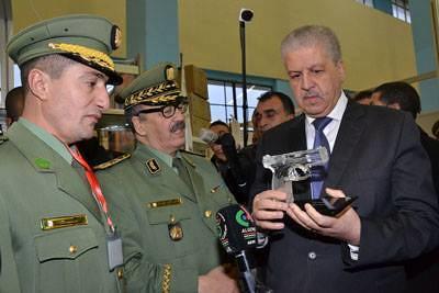 """تصنيع أول مسدس """"كركال"""" بالجزائر في 2014 - صفحة 2 31435524890_1ea47d334e_b"""