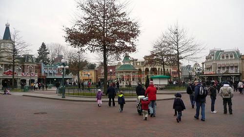 Remplacement des arbres à Disneyland Paris 3352971341_0d3349b362