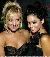 Official Vanessa & Ashley Gallery - Page 4 1223335167_d9d9842831_m