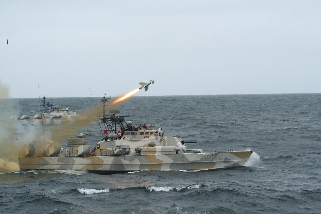 مصر تعزز سلاحها البحري بسبع قطع من النرويج. - صفحة 2 4724289712_ba256b09b9_b