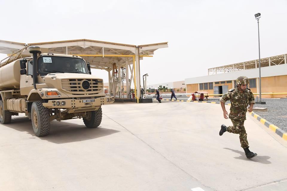 الصناعة العسكرية الجزائرية  علامة  ً مرسيدس بنز  ً - صفحة 22 28560568728_e2f34c2311_b