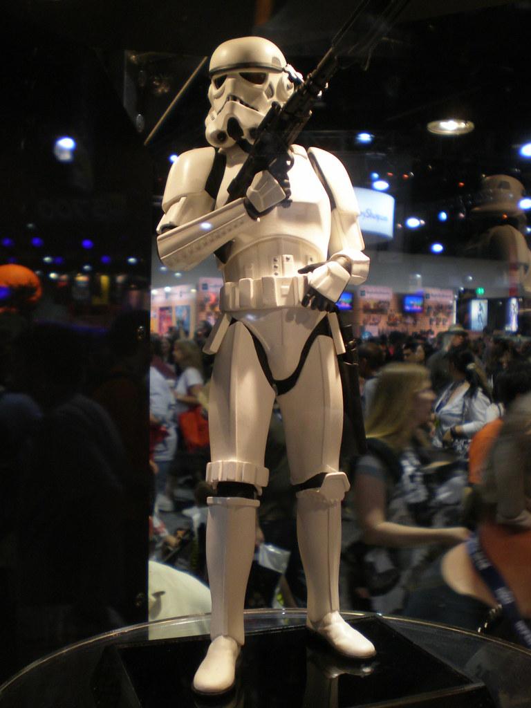 Gentle Giant - Stormtrooper Statue - Page 2 2698463961_3d3881195c_b