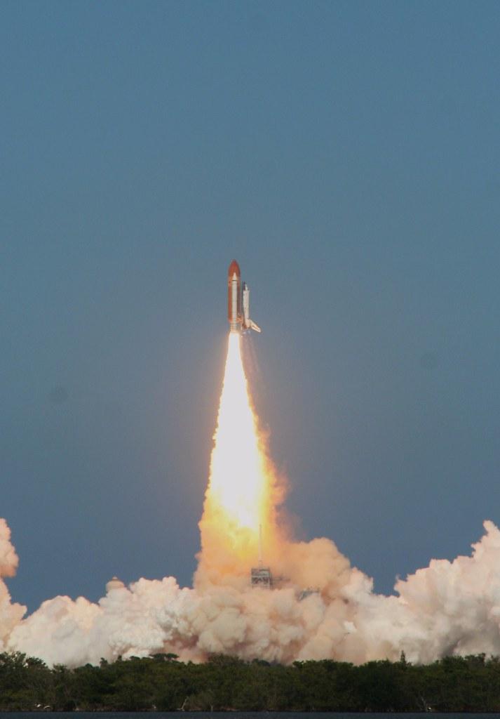 STS124 -Discovery : lancement - Page 6 2543524212_dd95f44b2b_b