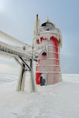 Un phare recouvert de glace transformé en oeuvre d'art naturelle 2226734498_15490e59ec