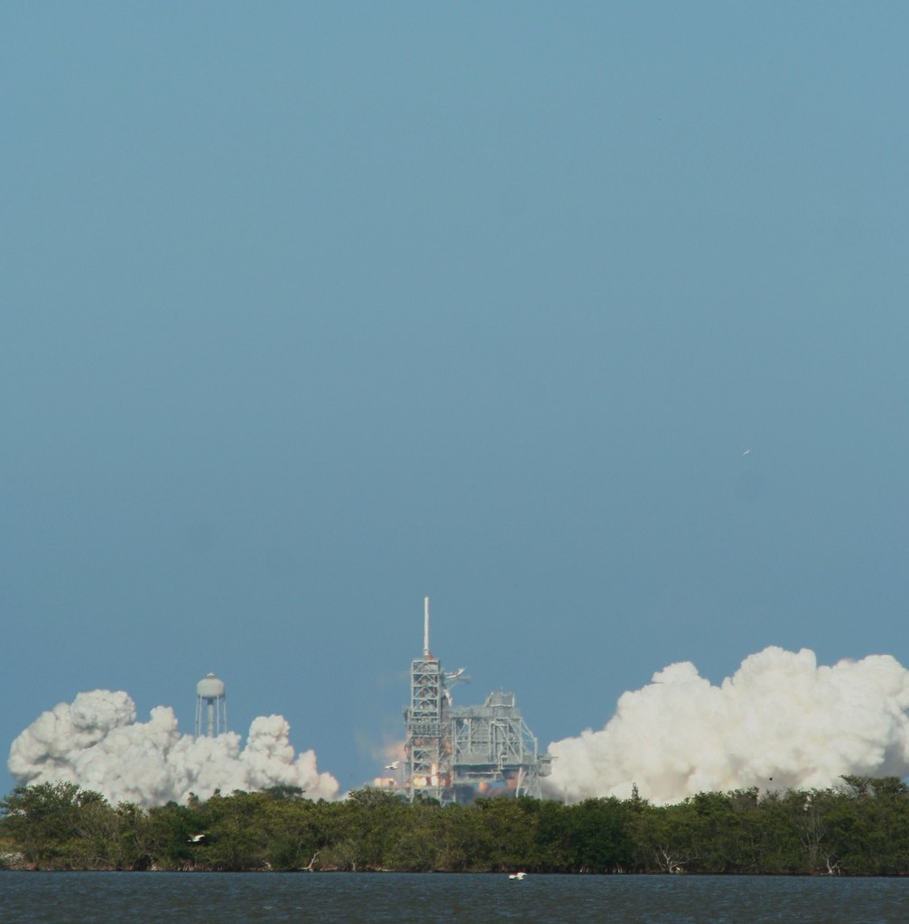 STS124 -Discovery : lancement - Page 6 2543521104_67645fb739_b
