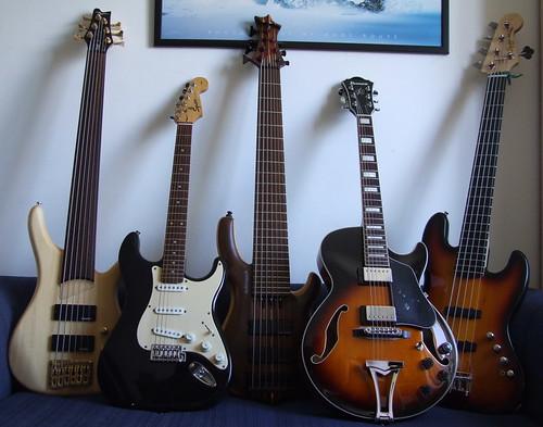 Sim, sou baixista! Mas adoro tocar guitarra! 2109861744_8fc6291ccd