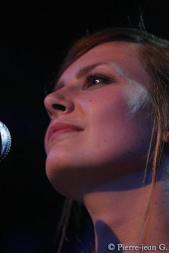 Elodie en concert au réservoir de Paris (12/05/08) - Page 2 2492373396_91e08956e5