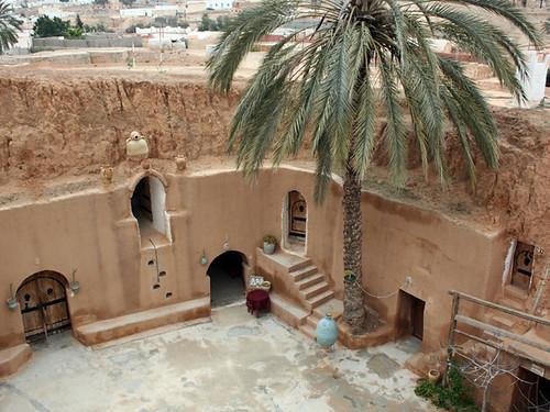 مطماطة مدينة تونسية تقع تحت الارض  2192865673_0cc5bc3322